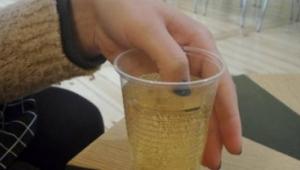Kadınların İçkilerine İlaç Karıştırmaya Son Verecek Proje
