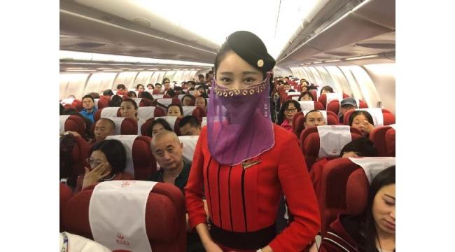 Sichuan Havayolları'nın İlk seferde Çinli hostesler şov yaptı