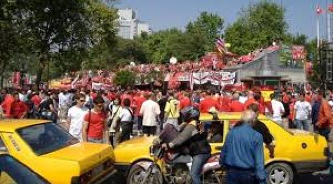 İstanbul'un meydanlarına sokak stadyumları!