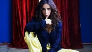 Suudi şarkıcı göbek atarak Fatiha okudu!