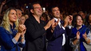 İmamoğlu seçim stresini caz konserinde çocuklarla dans ederek attı
