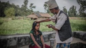 Nepal'de Regl Dönemlerinde Sürgüne Gönderilen Kadınlar