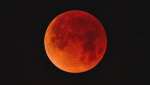 Kanlı ay tutulması burçları nasıl etkileyecek?