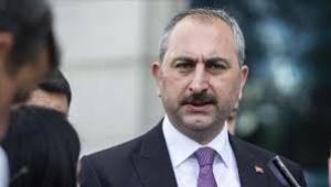Akit yazarından Adalet Bakanı Gül'e: FETÖ ile kaşık sallamayan mı var?