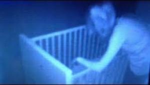 Bebeği beşiğinden çeken hayalet bebek telsizinin kamerasına yakalandı