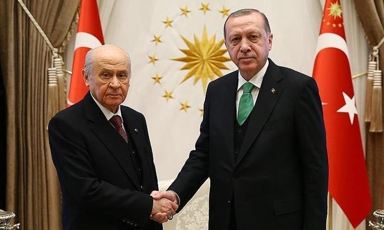 Türkiye'yi Erdoğan, Erdoğan'ı Bahçeli yönetiyor! Ya Bahçeli'yi?