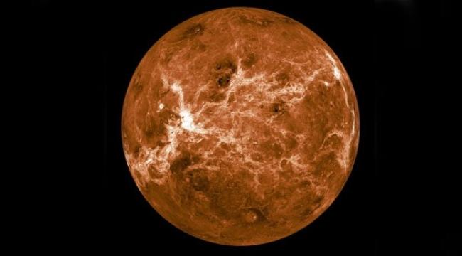 Venüs'ün lekeleri uzayda yaşamın işareti mi?