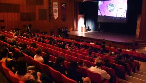 459 kişilik salondaki tiyatroları izlemek için 45 bin kişi başvurdu