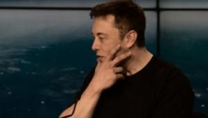 Elon Musk: Yapay zekanın yanında şempanze gibi kalıyoruz