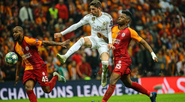 Galatasaray kendi sahasında Real Madrid'e 1-0 yenildiii
