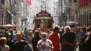 Türkiye en az din adamları ve siyasetçilere güveniyor