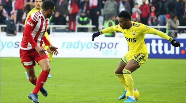 Lider Sivasspor, Fenerbahçe'yi 3-1 yendi