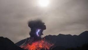 Yeni Zelanda'da yanardağ lav püskürtmeye başladı