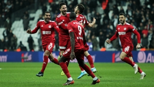 Lider Sivasspor, Beşiktaş'ı mağlup etti