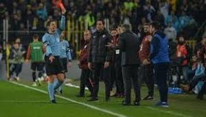 Fenerbahçe-Galatasaray derbisinde Ersun Yanal'a kırmızı kart