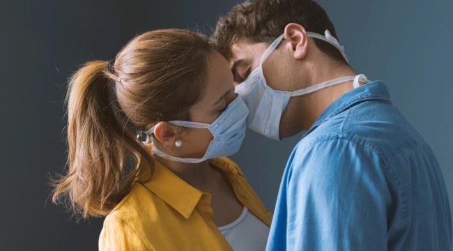 Koronavirüs salgını sırasında seks yapmak güvenli mi?