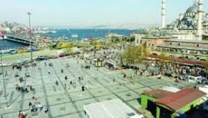 Taksim'den sonra Eminönü ve Sultanahmet meydanları da belediye etkinliklerine kapatıldı
