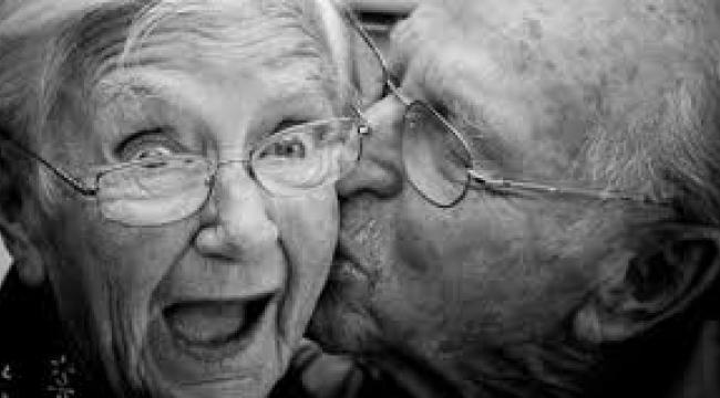 Yaşlıların yüzde 18'i tek başına yaşıyor;