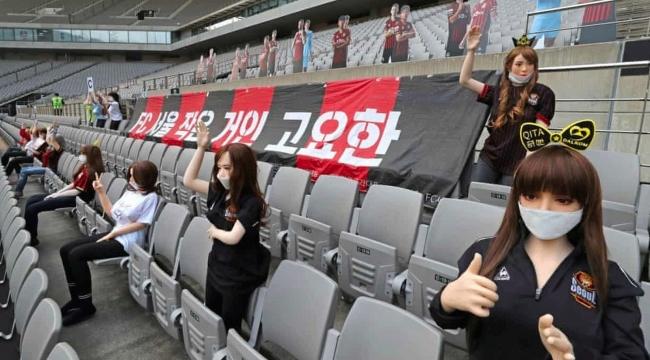 Seul'daki profesyonel futbol maçını sadece seks oyuncakları izledi