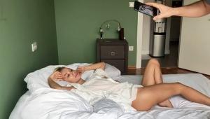 Didem Soydan'ın yatakta yarı çıplak fotoğrafını çeken kim?