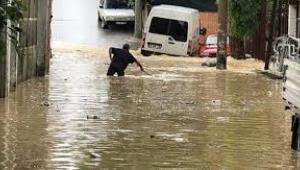 Esenyurt'ta sokağı su bastı