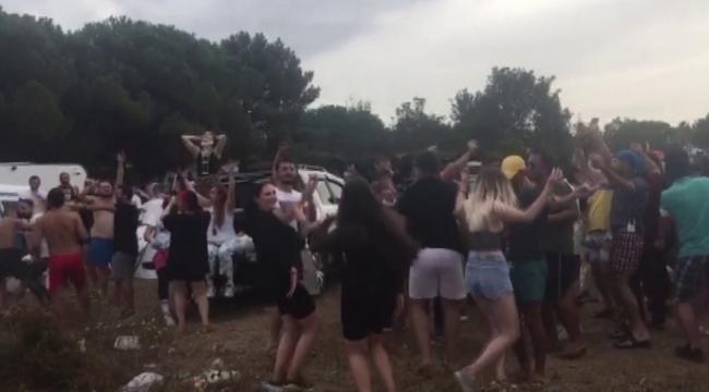Cehalet plajında koronaya merhaba partisi: Skandal görüntüler