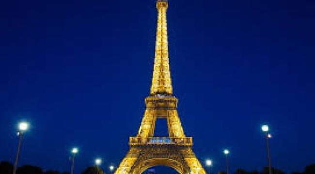 Fransa'da Paris ve 8 büyük kentte sokağa çıkma yasağı ilan edildi
