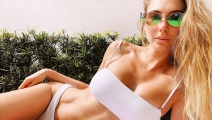Şeyma Subaşı yeni bikinili pozlarıyla iddialı dönüş yaptı