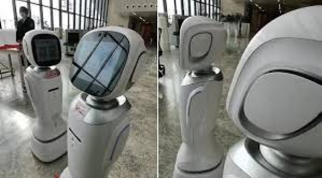 Çin'de iki robot birbiriyle tartıştı, görüntüler şaşkınlık yarattı