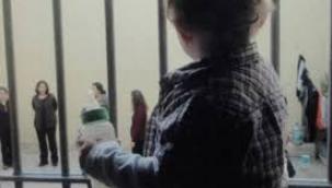 3 bin çocuk anneleriyle cezaevinde