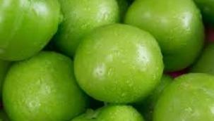 Yeşil erik, kilosu 750 TL'ye satışa çıktı