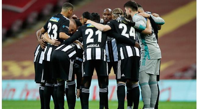 Beşiktaş'ta derbi öncesi kulübe sıkıntısı! Kadroyu tamamlayamadılar