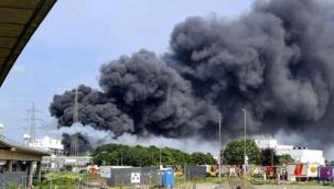 'Yüksek tehlike' uyarısı yapıldı: Almanya'da kimya sanayi sitesinde patlama