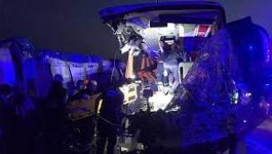 Soma'da otobüs TIR'a çarptı... 9 kişi öldü, 30 yaralı var