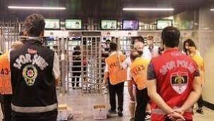 Aşısızlar turnikeyi geçemedi Maça giremedi