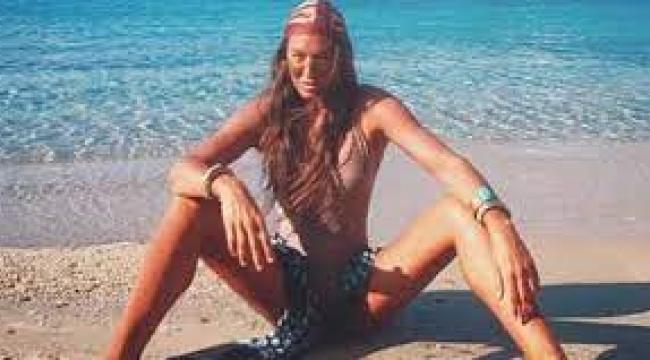 Cıplak tatil pozuyla sosyal medyayı salladı