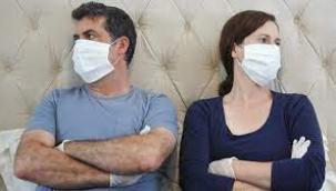 Maske ile sevişiyoruz, öpüşmeyi unuttuk