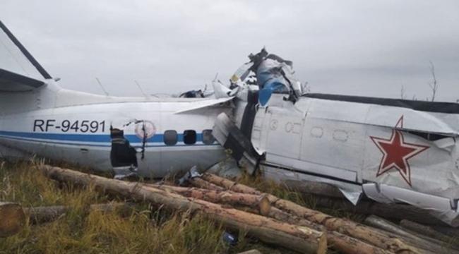 Rusya'da paraşütçüleri taşıyan uçak düştü!