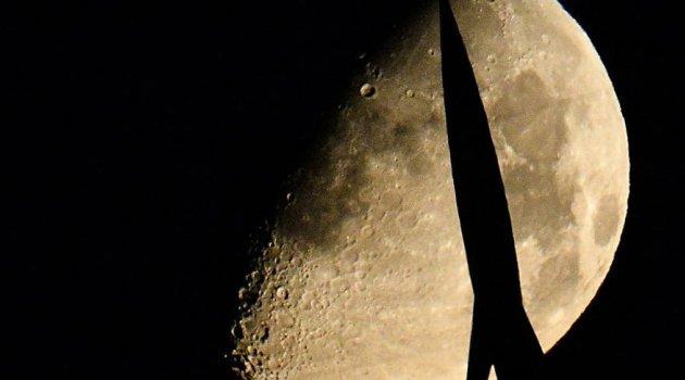 Ay ve Mars'ta insan yerleşimi için ideal alanlar bulundu