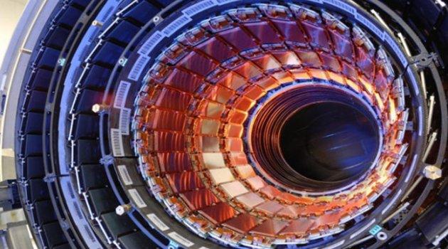 Buyur burdan yak! CERN Deneyine Göre Evrenin Var Olmaması Gerekiyor
