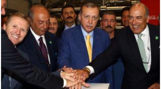 """Cumhurbaşkanı Erdoğan """"Ya Allah, Bismillah"""" diyerek Coca-Cola fabrikasının kurdelesini kesti"""