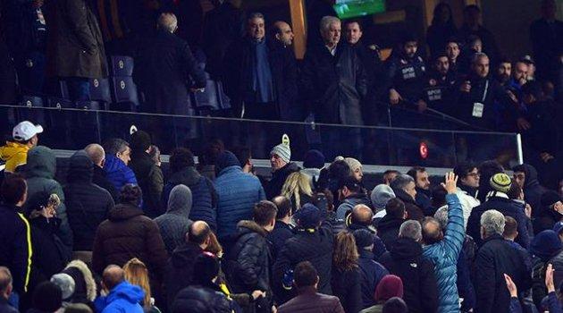 Fenerbahçe taraftarı yönetimi istifaya davet etti