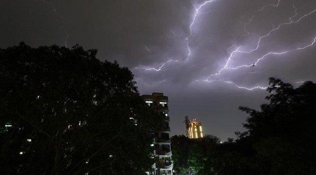 İBB'den İstanbul'da 3 günlük fırtına ve yağış uyarısı