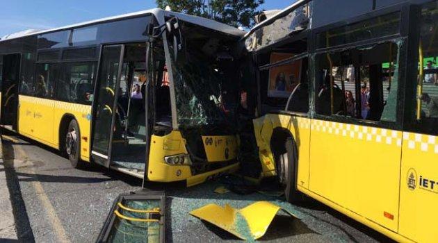 İki metrobüs kafa kafaya çarpıştı: Çok sayıda yaralı var