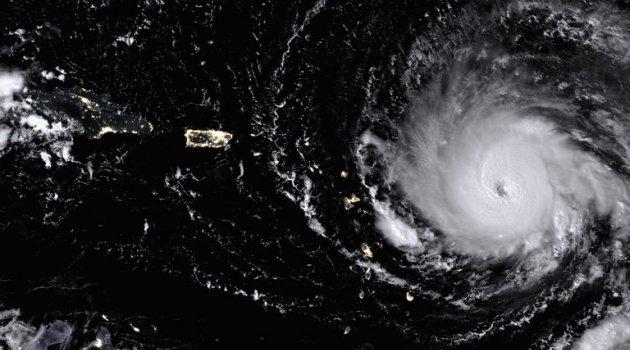 Irma kasırgası 300 kilometre hızla karaya ulaştı: 37 milyon kişi etkilendi