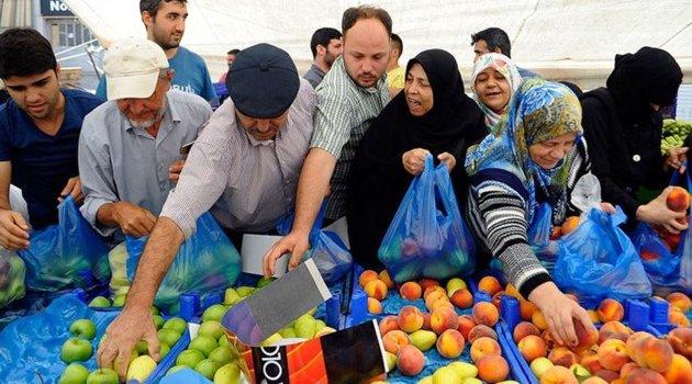 İstanbul'da bir iş adamı tüm pazarı satın alarak her şeyi bedava dağıttı