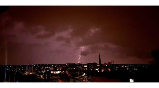 İstanbul'da hayat felç! Beklenen yağış başladı!