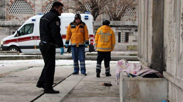 Beyoğlu'nda bir kişi sokakta donarak can verdi