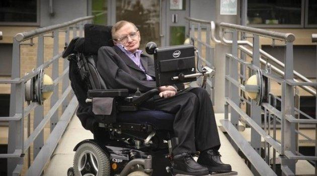 Stephen Hawking: Dünya'yı 100 yıl içerisinde terk etmeliyiz