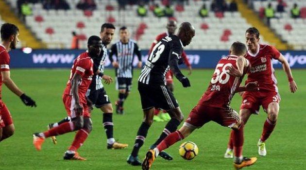 Sivasspor-Beşiktaş 'ı 2-1 yendi lig karışıyor